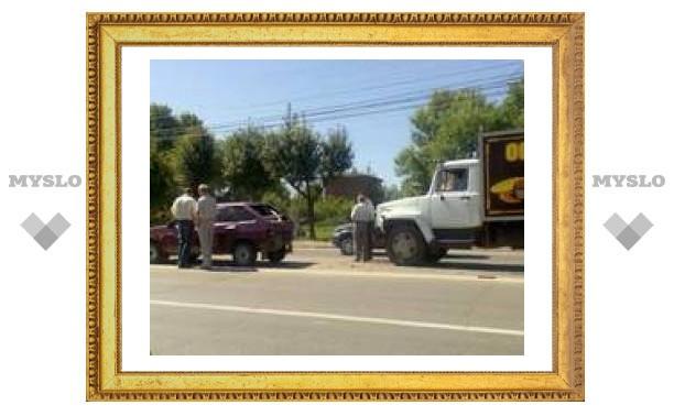 В Туле грузовик протаранил свадебный кортеж