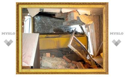 В Тульской области панелевоз протаранил жилой дом