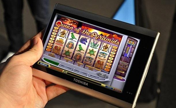 В Щекино бармен организовал игровой «кружок» на планшетниках