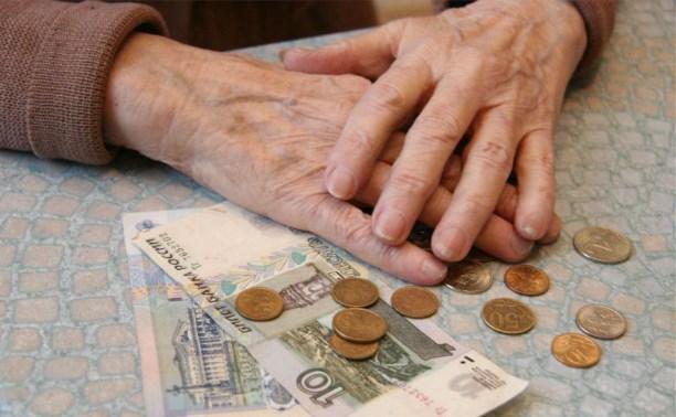 Пенсии работающих пенсионеров Минтруд предлагает «заморозить»