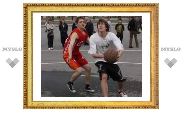 Тульские ребята соревнуются в уличном баскетболе