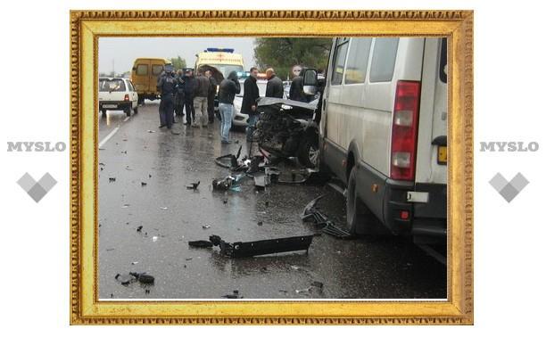 Под Тулой маршрутка попала в ДТП с пятью машинами