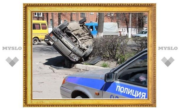 На ул. Кирова в Туле «семерка» с размаху влетела в дерево и перевернулась