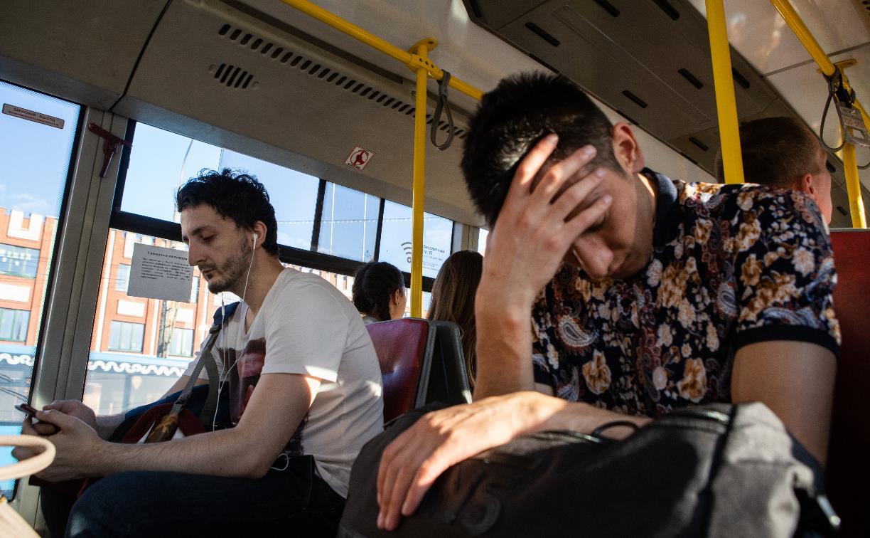В Туле пенсионер в автобусе облил подростков водой и устроил драку: «Я ради вас воевал, а ты место не уступил!»