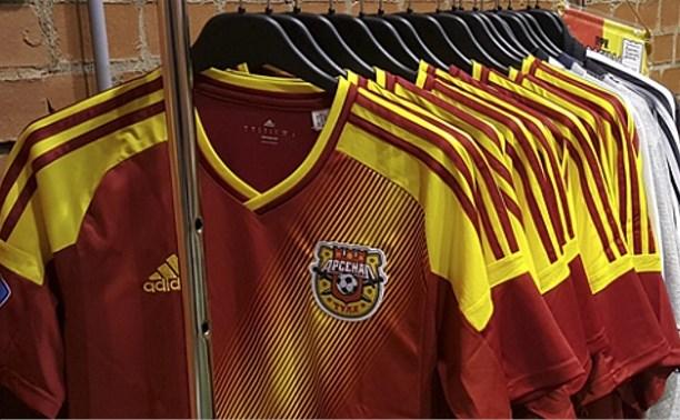 В магазине ПФК «Арсенал» появилась новая атрибутика команды
