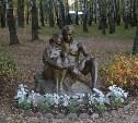 У пруда в Комсомольском парке установили скульптуру «Влюбленные»