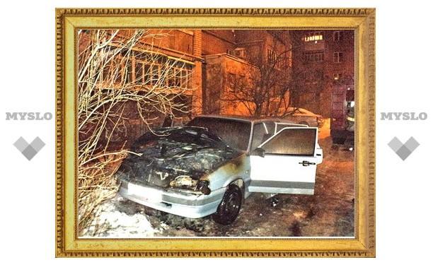 В Новомосковске Тульской области по неизвестной причине сгорел автомобиль