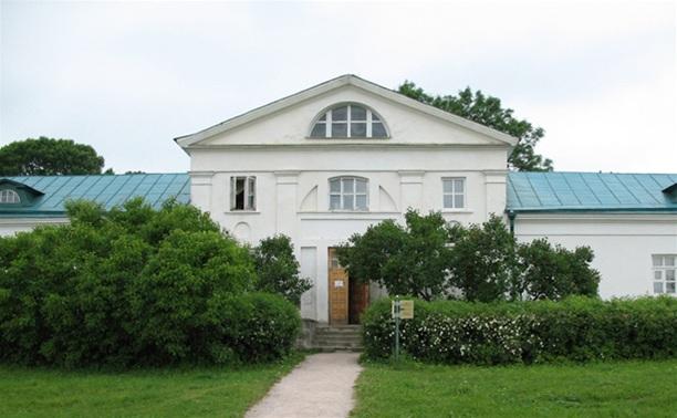 В Доме Волконского открылась выставка «Жизнь есть движение»