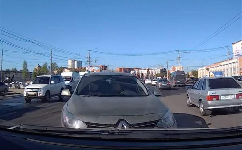 В Туле неадекватный водитель устроил лобовое столкновение: видео