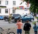 На улице Кутузова в Туле столкнулись Mazda 3 и Renault Duster