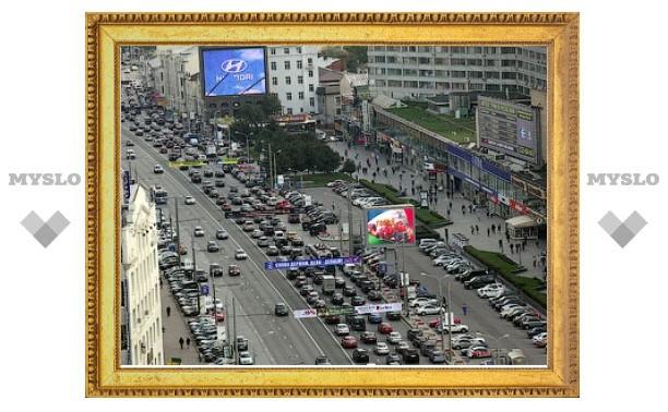 Лужков предложил москвичам изменить рабочий график для борьбы с пробками