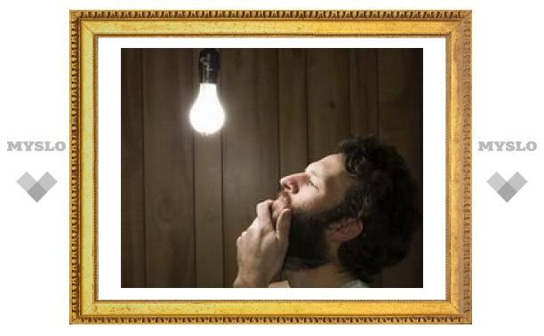 Жилищники меняют лампочки в тульских подъездах
