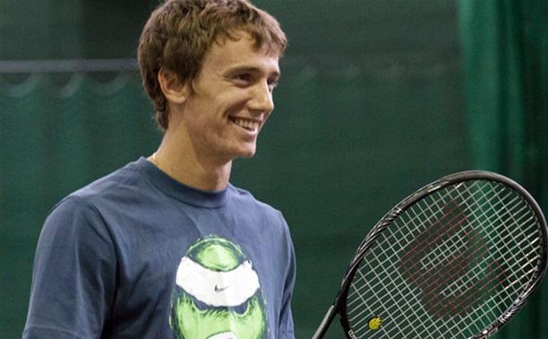 Тульский теннисист начал с победы турнир в Тюмени