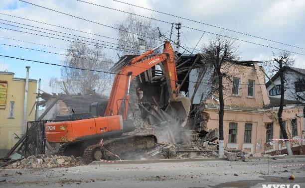 Как сносили развалившийся дом на ул. Октябрьской