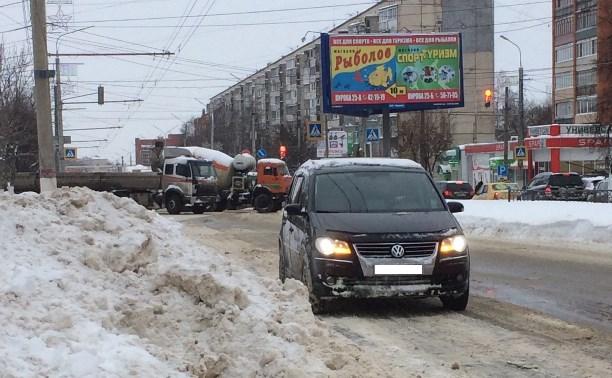 В Пролетарском районе движение машин оказалось затруднено из-за столкновения двух грузовиков