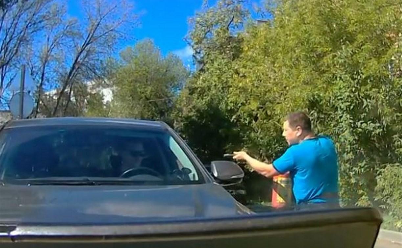 Тульский водитель пытался разобраться с автохамом с помощью огнетушителя