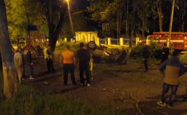 На Косой Горе Nissan Qashqai врезался в дерево и перевернулся