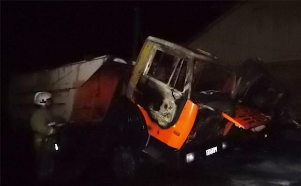 В Киреевске ночью сгорели два КамАЗа