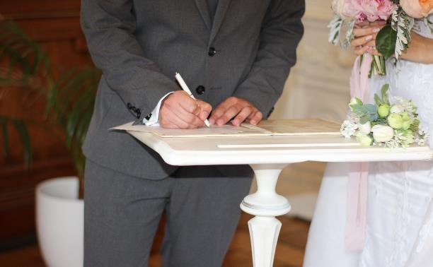 Свадьба во время пандемии: сколько гостей жених и невеста могут пригласить в ЗАГС