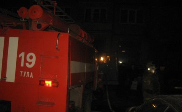 Пожарные спасли человека из горящей квартиры