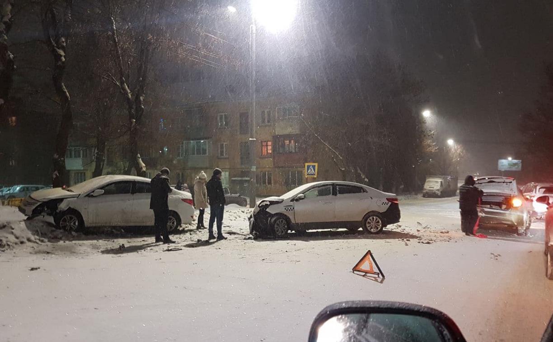 На ул. Болдина в Туле столкнулись три легковушки