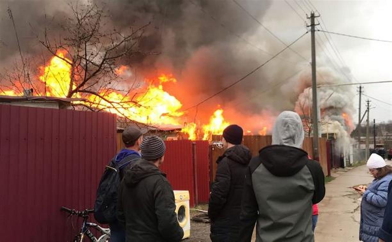Крупный пожар в поселке Заокский: жители организовали сбор средств и вещей для погорельцев