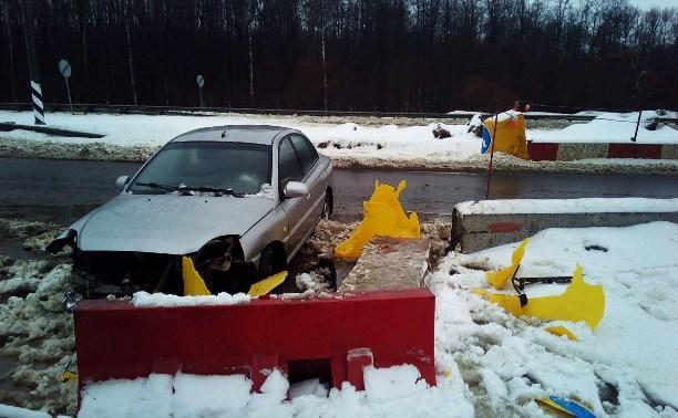 На трассе «Крым» водитель «Киа» врезался в бетонный блок