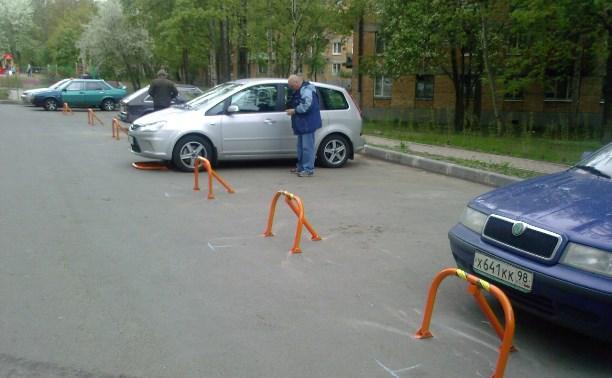 В тульском дворе демонтировали незаконные «парковочные барьеры»