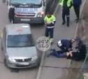 В Туле инспекторы ДПС надели наручники на пьяного таксиста: видео