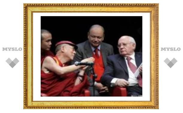 В трудный момент Далай-лама выбрал помощь друга
