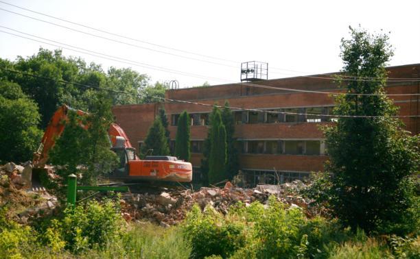 На «Кировце» снесли старый бассейн