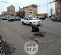 На проспекте Ленина в Туле провалившийся люк огородили мусорным мешком