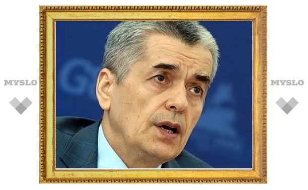 Онищенко запретил ввоз орехов из Таджикистана