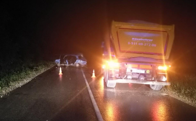 Под Тулой пьяный 17-летний водитель «пятерки» врезался в грузовик