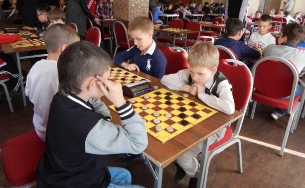 Юные тульские шашисты выступают на молодёжном первенстве Европы