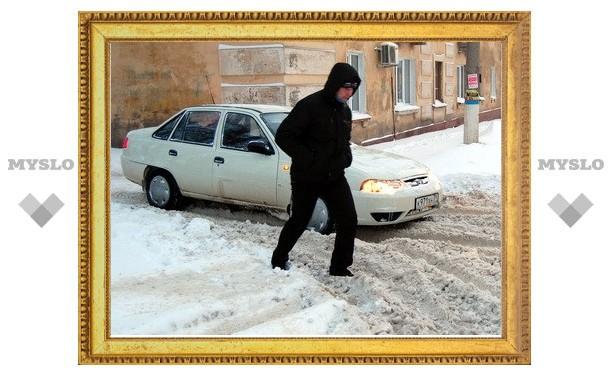 Снег привел к коллапсу на дорогах Тулы