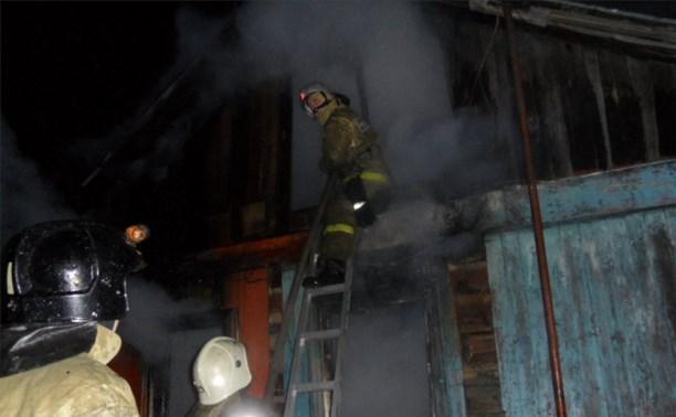 Причиной пожара в частном доме в Пролетарском районе мог стать поджог