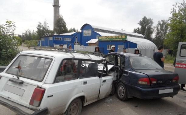На Венёвском шоссе столкнулись два автомобиля