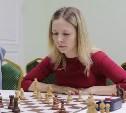 В тульской шахматной гостиной блондинки сражались с брюнетками