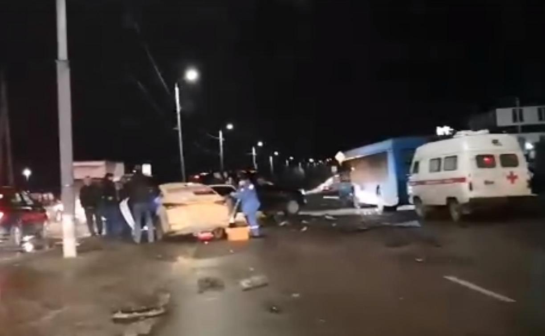 На ул. Пржевальского в Туле столкнулись такси и пассажирский автобус