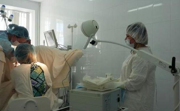 Тулячка требует наказать медсестру за фото на рабочем месте