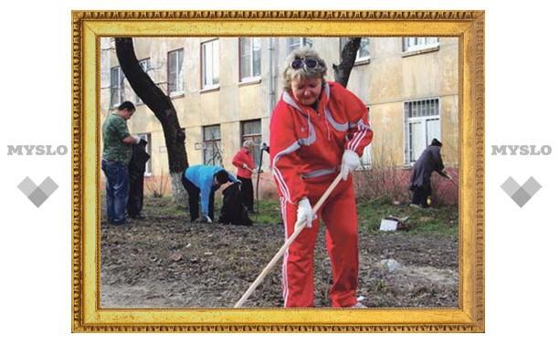 Тульские жилищники вышли на субботник