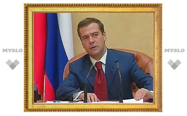 Медведев пообещал выделить 100 миллиардов на развитие педиатрической помощи