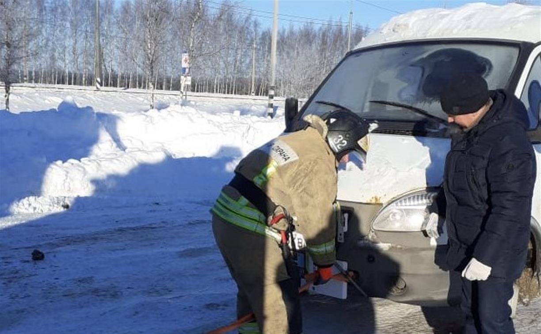 Пожарные спасли замерзавших на трассе туляков