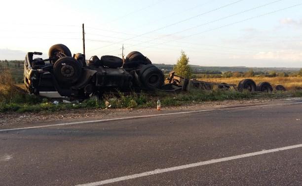 Грузовик МАЗ перевернулся после столкновения с легковушкой
