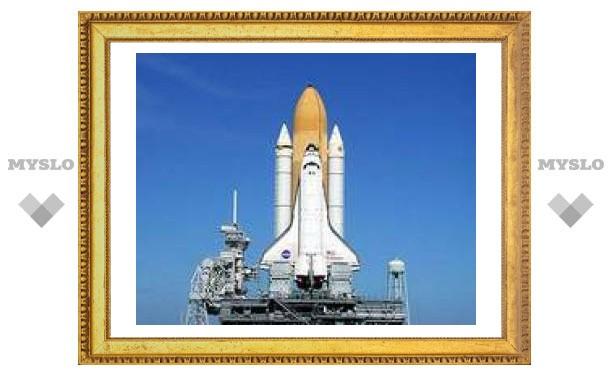 """Эксперты NASA ищут щель в шаттле """"Индевор"""""""
