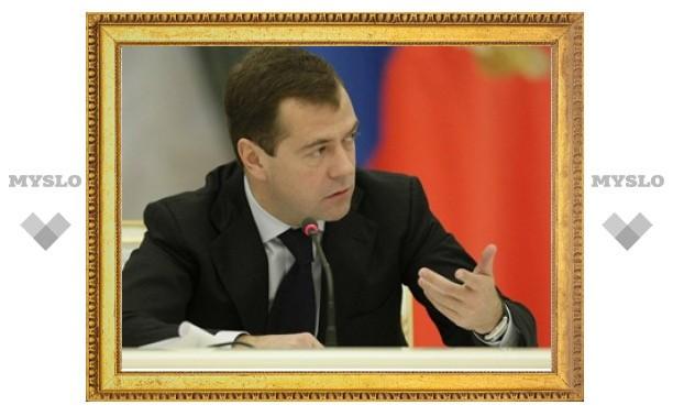 Медведев обязал милиционеров оказывать первую помощь