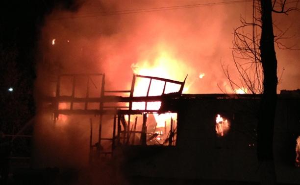На улице Кауля в Туле вечером загорелся частный дом
