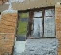 В Петелино демонтировали аварийный балкон