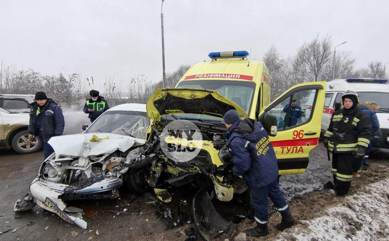 В Туле в ДТП со скорой пострадали четыре человека